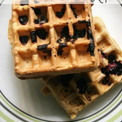 Vanilla Waffles with Blackberries- these vanilla waffles laced with blackberries are perfect for all those ripe blackberries!
