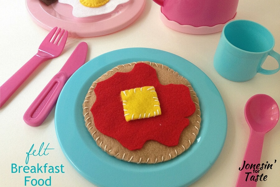 Kids plate with a felt pancake and utensils
