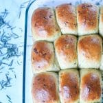 90 Minute Whole Wheat Parmesan Rosemary Bread Rolls made with whole wheat flour, olive oil, parmesan, and rosemary that make your house smell like a bakery. #jonesinfortaste #rosemarybread #homemadebread #rollrecipes #rosemaryparmesan #thanksgivingrolls