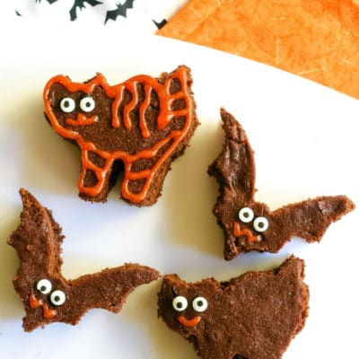 Easy Black Cat Brownies #HalloweenTreatsWeek