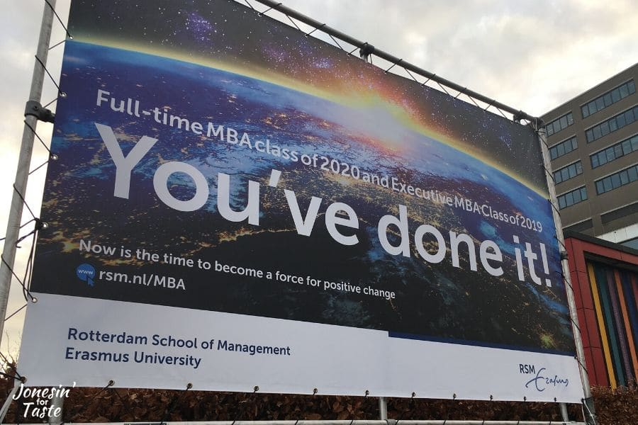 a sign welcoming incoming MBA students